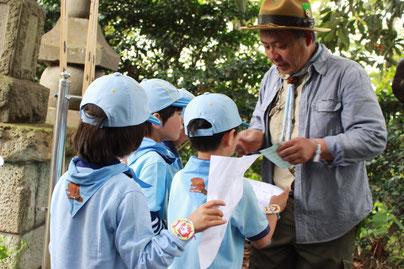 先生のような隊長はかっこよくて子どもたちの憧れの存在です。