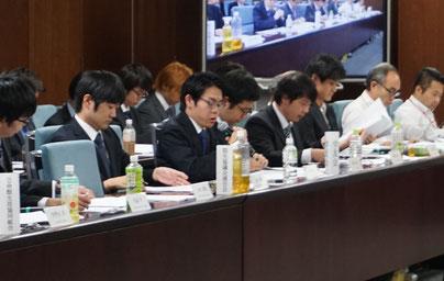大学側に問題提起を行う 学友会・山本朔常任委員長(生命4・中央)