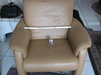 Die Wellen- und Faltenbildung auf der Sitzfläche ist normal
