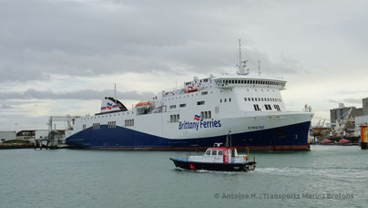 Étretat berthed in Le Havre, being prepared for her next sailing for Brittany Ferries' no-frill service.