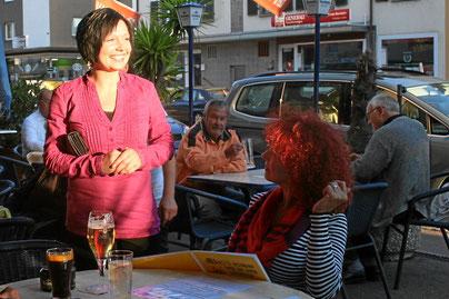 sonniges Café und kleiner Biergarten