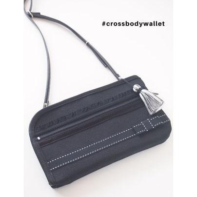 パスポートとスマホなど貴重品だけを身につけておけるお財布ショルダーバッグ
