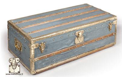 Louis Vuitton Zinc and brass trunk CP Japan Dimension: 100 cm x 50 cm x 33 cm