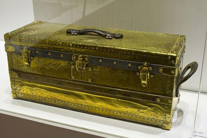 Canteen Trunk Brass Date: 1895   To transport cutlery Dimension: 85 cm x 27 cm x 32 cm  Museum: Louis Vuitton
