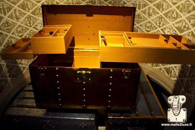 Dimension: 80 cm x 43 cm x 42 cm Special order interior with orange vuittonite compartment. Museum: Louis Vuitton