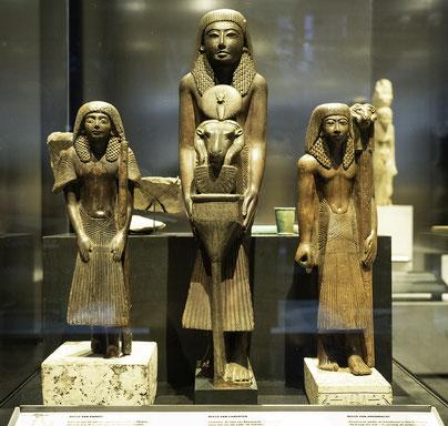 Bild: Holzstatuen von Ramose, Chaemter und Amonnacht, 19. Dynastie Deir-el-Medina, Rijksmuseum van Oudheden