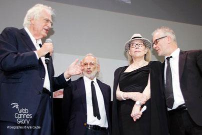 Faye Dunaway, entouré de Thierry Fremaux, Jerry Schatzberg et Bertrand Tavernier, lors de son hommage - Lyon - Ouverture du Festival Lumière 2014 - Photo © Anik COUBLE