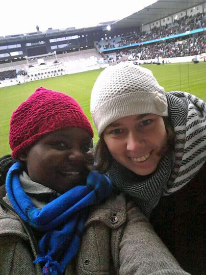 Magdalena mit Proscovia, einer Studentin aus Simbabwe.