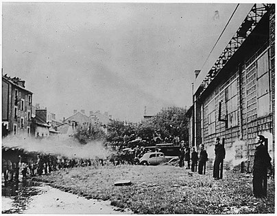 Französische Truppen erschießen in Grenoble sechs junge Franzosen, die mit den Deutschen kollaboriert haben (22. September 1944)