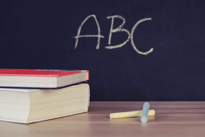 """""""ABC"""" auf Tafel"""