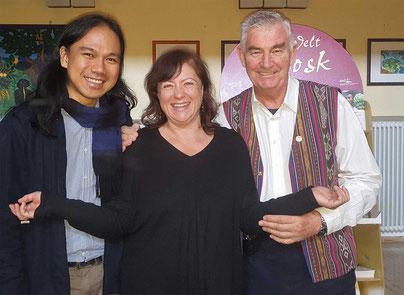 Father Shay Cullen, Dr. Bärbel Kofler und Preda-Mitarbeiter Isko Bermido
