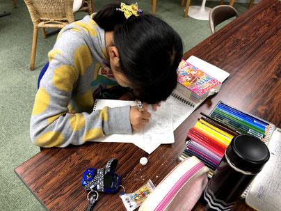 大阪の堀江アートスクールは、子どもの絵画は、自由、楽しさをポイントに置いています。