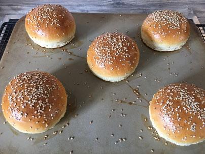 Hamburger Brötchen nach dem Backen
