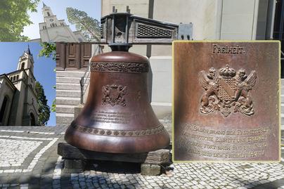 Die Freiheitsglocke vor der Kirche, wurde etwa 1955 vom Turm geholt