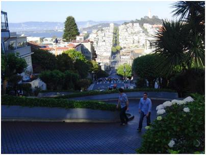 Blick über die Lombard Street, rechts hinten: Coit Tower