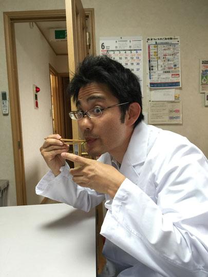 イタドリの雷炒めを食べるガーデンドクター柴ちゃん!お味は??