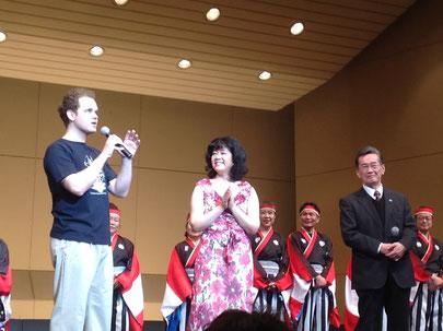 最後に挨拶をする左より、ディーター、示野由佳、森健志郎館長