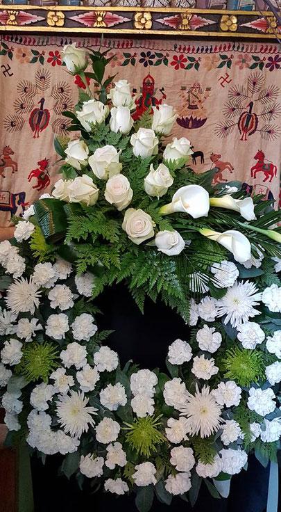 Corona grande de flores blancas ref CGR110118