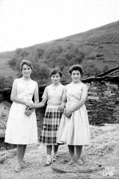 1958-Septiembre-Penarrubias-Tres-muchachas-Carlos-Diaz-Gallego-asfotosdocarlos.com