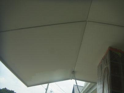 軒天井塗り替えを防カビ塗料で。