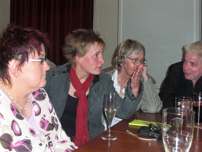 Angeregte Gespräche: Susanne Granz, Bianca Oberweg, Birgit Stiebeling und Jenifer Severloh (v.l.)