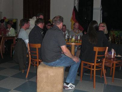 Noch sitzen sie. Deutscher Meister ist...