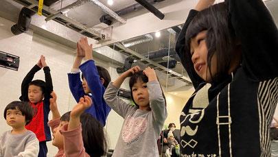 うたとダンス| 大阪で一番楽しい子供英会話と体操教室 | 天満橋(南森町)、新大阪、古川橋(門真)の幼児、子供の英語教室とフィットネスジム
