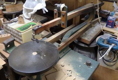 木工ミシン / 年代物ですが良く働きます 部品の変えが少々心配