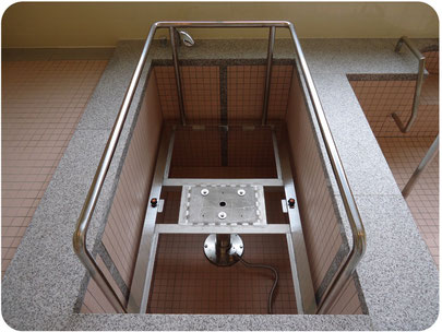車椅子入浴装置