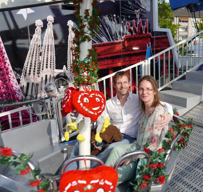 Claudia Klein und Markus Kirch verlobten sich in der geschmückten Riesenradgondel des Kölner Volksfestes.