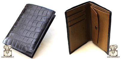 Wallet in shiny black crocodile leather, khaki morocco lining