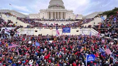 Trump tilhængere foran Capitol den 6. januar 2021