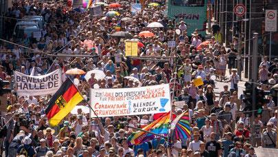 Bildquelle: https://www.rbb24.de/politik/beitrag/2020/08/kommentar-corona-demonstration-versammlungsrecht-berlin.html