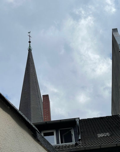 Blick vom Hof Hoyastraße 5 auf Kreuzkirche