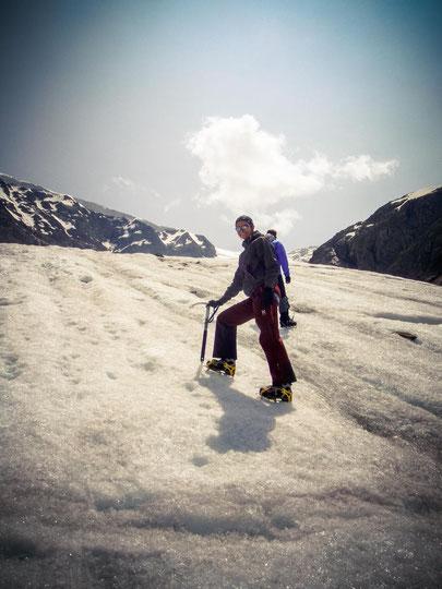 Meine ersten Schritte mit Steigeisen und Pickel auf einem Gletscher