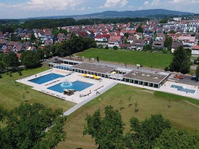 Luftaufnahme neues Frei- und Seebad Fischbach.
