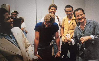 ©Michael Talbott, am Set von Miami Vice, mit John Diehl, Don Johnson, Phillip Michael Thomas und Michael Mann
