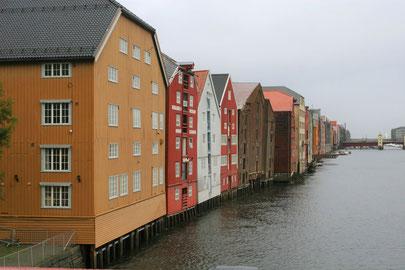 Bunte Kontorhäuser Bryggene in Trondheim