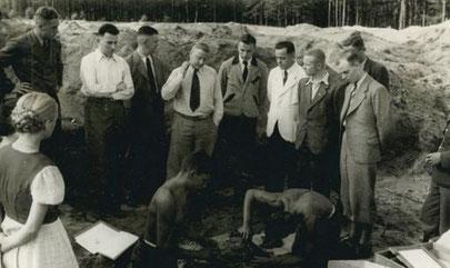 Ausgrabungskommission in Byhlen, 1937.