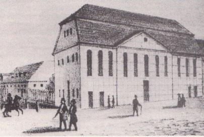 Um 1800 entstand diese wohl älteste Ansicht des Marstalls (links) und des Schauspielhauses auf dem Gelände des ehemaligen Mecklenburger Fürstenhofes.