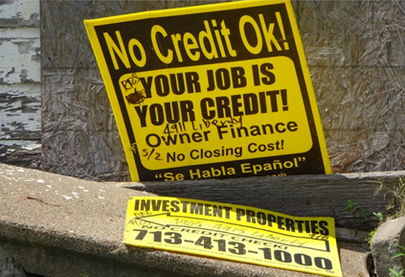 "Figure 3 – ""Your job is your credit!"" (Houston, Texas. Photo: F. Nussbaum, 2017. The debt of households with low credit relies on paying mortgage loans out of their income, sometimes precarious, and often means payment terms that are hard to keep."