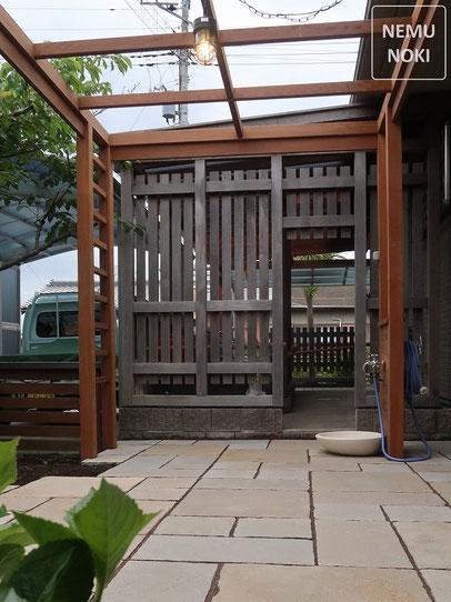 イタウバ、パーゴラ、水栓、照明、石畳、方形貼り、テラス、施工例