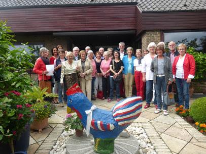 Am 14. Juli 2015 feierten viele MItglieder des Partnerschaftsvereins den französischen Nationalfeiertag im Garten von Familie Paeper. Das Singen der Marseillaise, ein Glas Crémant und kleine französische Leckkereien begleitete die französische und deutsch