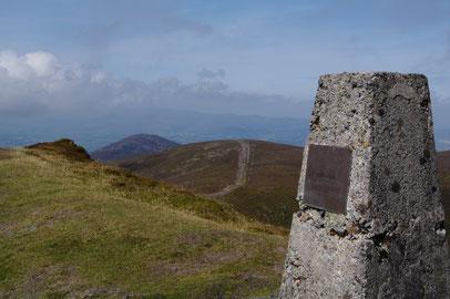 「Knockmealdown」頂上へと至る尾根上はご覧のように広々としています。