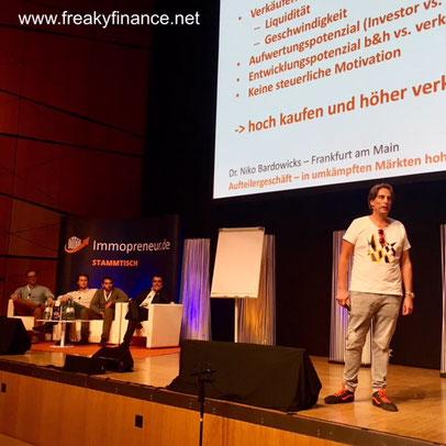 freaky finance, Immopreneur Kongress 2017, Hauptbühne, Darmstadtium, Niko Bardowicks auf der Bühne