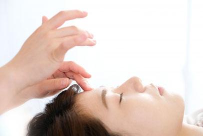 ヘッドマッサージ、ドライヘッドスパ、ヘッドセラピー、頭ほぐしで心地よい眠りを誘います。