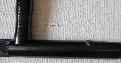 Monadnock PR24-XTS. Hier sieht man das kleine Loch mit dem Nippel zum Schließen des Stockes