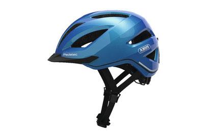 Das Tragen eines Fahrradhelms ist besonders beim e-Bike fahren sehr wichtig.