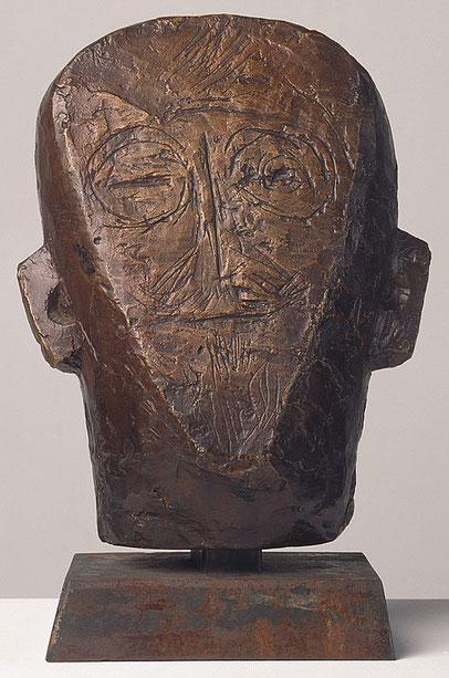 Alberto Giacometti.El padre del artista(plano y grabado)1927.Bronce.27x21x14cm.Kunsthaus Zurich. Simplificación primitiva,la presencia humana y la figura, pero sobre todo la cabeza.