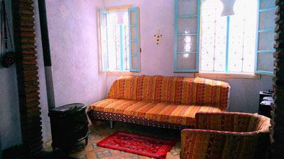 モロッコ青い街シャウエンのアパート。モロッコ在住日本人Mika